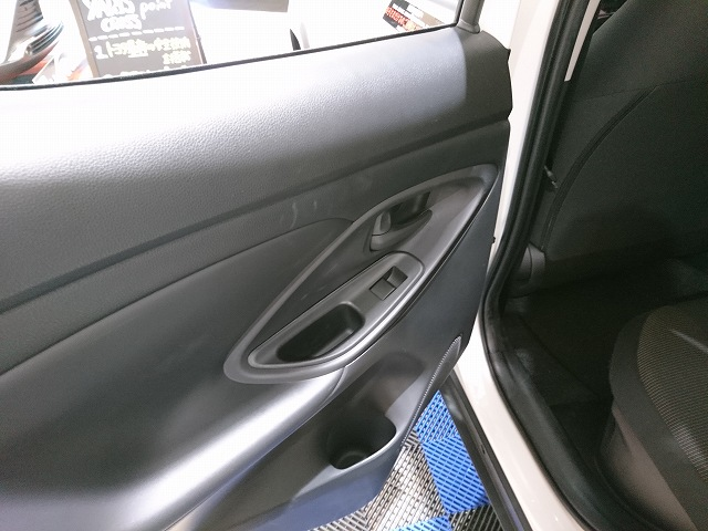 代替:トヨタ ヤリスクロス 内装 質感 内装色 ドアトリム