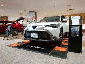 代替:トヨタ 新型SUV カローラクロス ボディカラー 外装 カスタマイズ 展示車