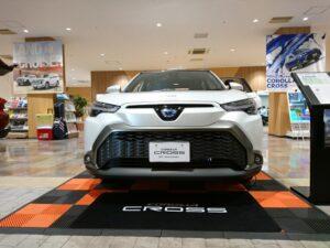 代替:トヨタ 新型SUV カローラクロス 燃費 価格 展示車両