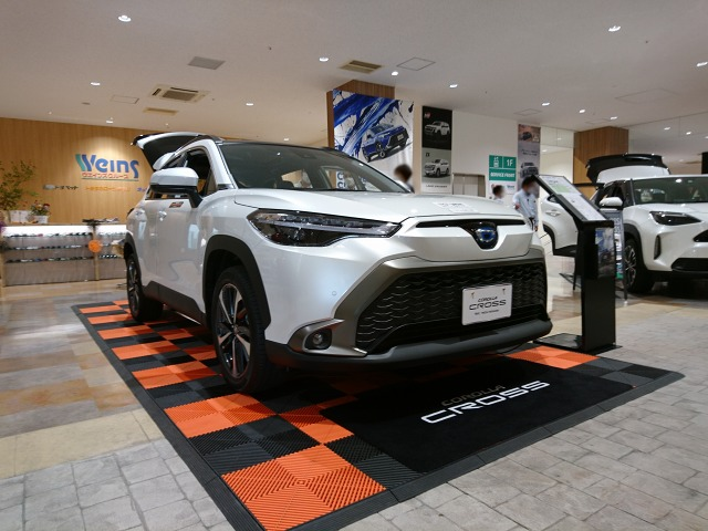 代替:トヨタ 新型SUV カローラクロス 納期 納車待ち ショールーム展示車